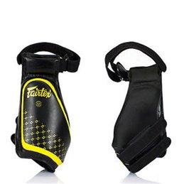 Protege cuisses Fairtex TP4 noirs/jaunes